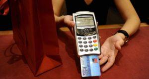 La carte de crédit à débit différée devient plus avantageuse